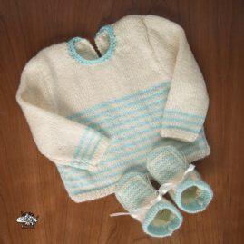 Conjunto jersey y patucos aguamarina.
