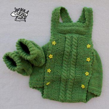 Conjunto de ranita verde y patucos de invierno.